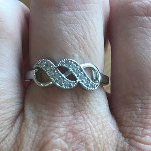 Silver CZ infinity fashion ring. Size 9